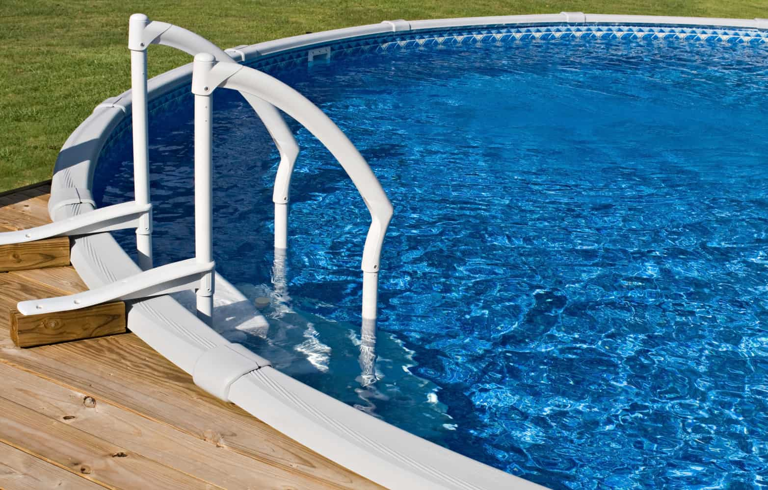 Best Above Ground Pool Ladders/Steps: A Review & Buying Guide for 2019